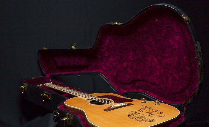 Gibson J-160E John Lennon 70th Anniversary - museum - model 1_musicaintorno