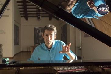 EMILIANO TOSO, UN MARE DI CELLULE SOTTO UN CIELO DI MUSICA